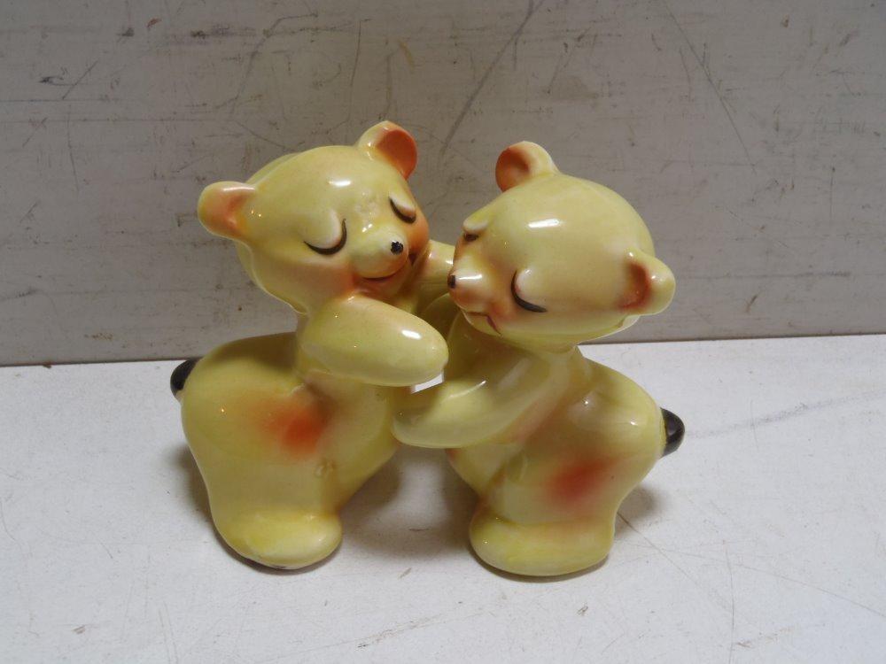 Vintage van tellingen bear hug salt pepper shakers yellow ebay - Salt and pepper hug ...